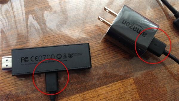 本体とUSB電源ケーブルを接続する