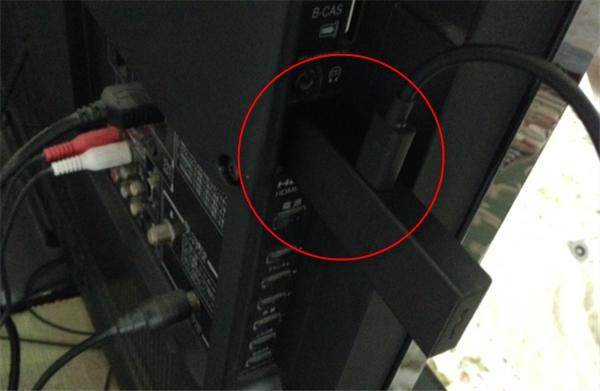 本体をテレビのHDMI入力に挿す