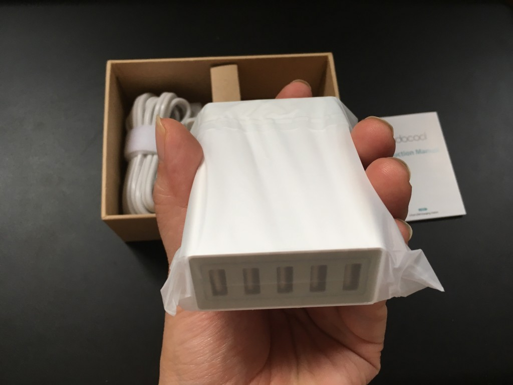 手のひらサイズの超小型5ポート充電器