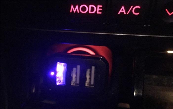 muson USBカーチャージャー LED