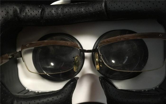 LUPHIE 3DVRゴーグル メガネをつけても大丈夫