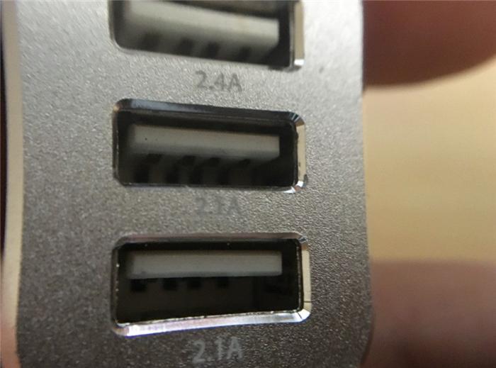 6.6A 3ポートUSBカーチャージャー
